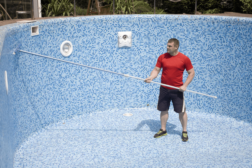 How to clean swimming pool walls