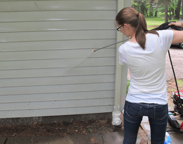Pressure washer vinyl siding cleaner