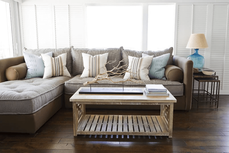 How to Decorate A Rustic Coffee Table