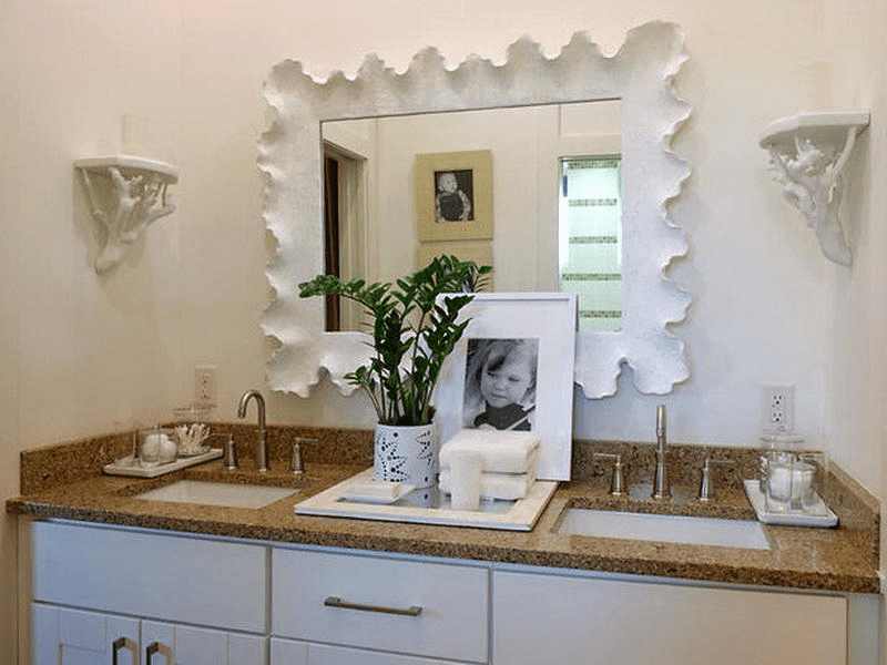 How to Decorate a Bathroom Vanity