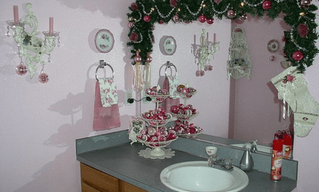 7 ideas on how to decorate a small bathroom for christmas - How to decorate your bathroom ...