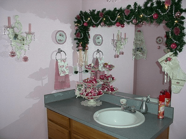 How to Decorate a Small Bathroom for Christmas