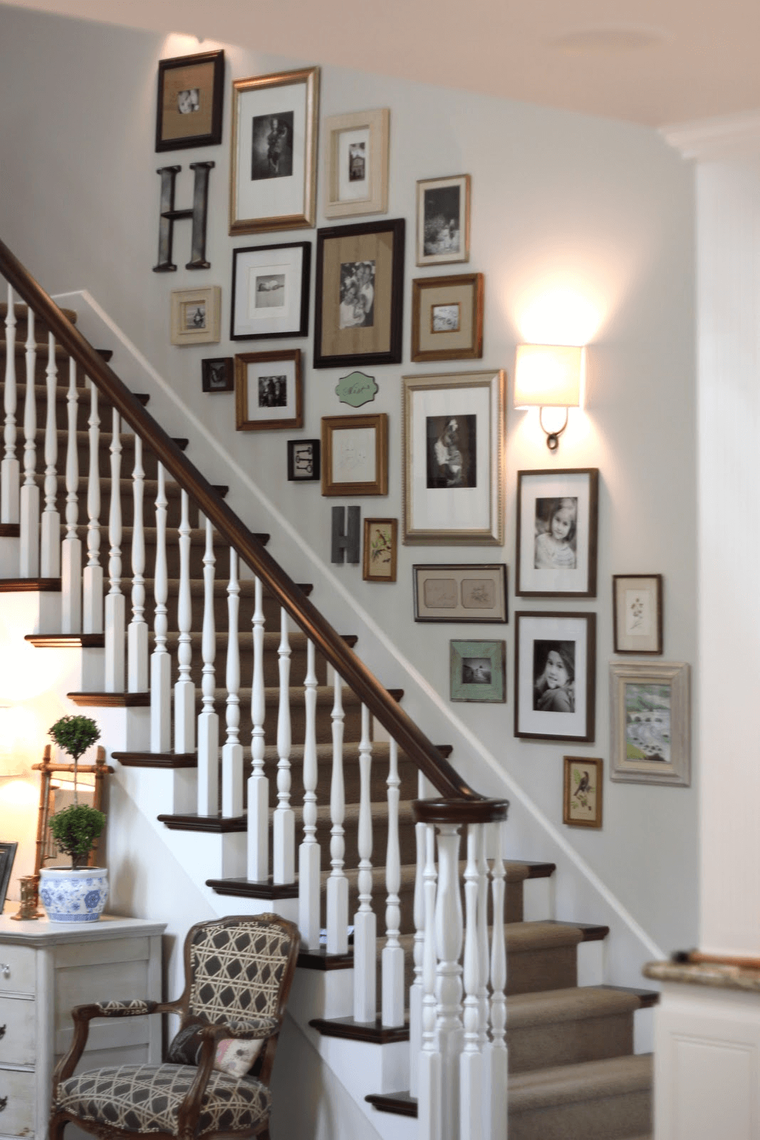 How to Decorate a Stairway Wall passionately