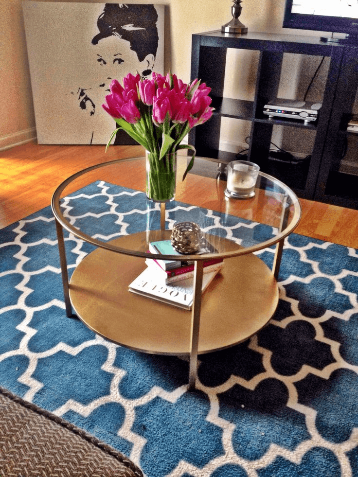 The formulas how to decorate a round glass coffee table What to put on a round coffee table