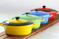 Ceramic baking dish with lid