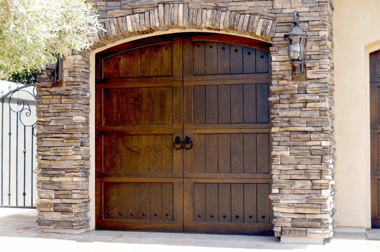 Garage door styles for ranch house for Ranch style house with garage