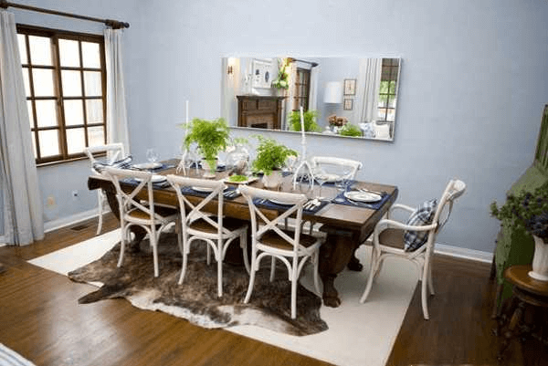 How To Decor Dining Room Table with country design and flower at top table