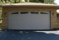 Single garage door design