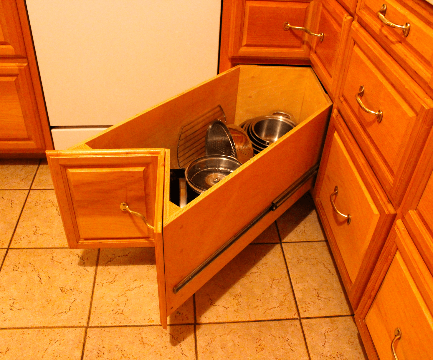 Kitchen Cabinet Drawer Replacement: Kitchen Cabinets Corner Drawers