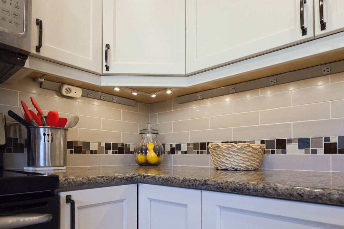 Why using kitchen countertops without backsplash for Kitchen without tiles