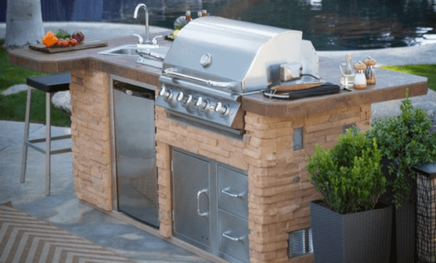 Outdoor Kitchen Island with Sink and bar stools