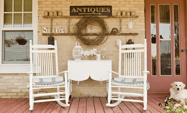 Patio decor idea using white rocking chairs set