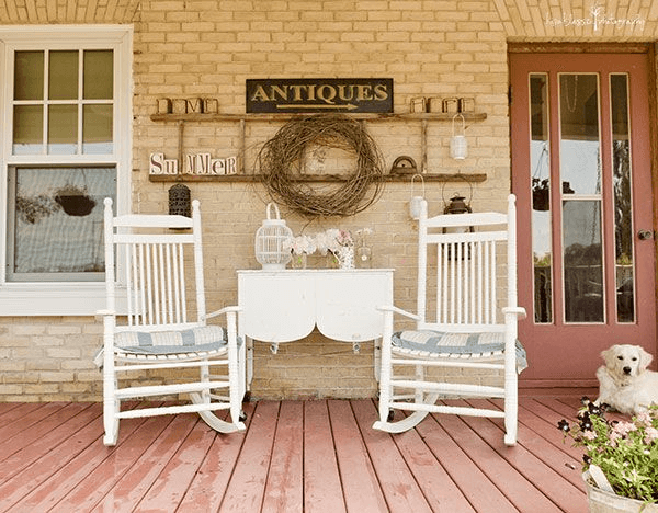 Patio decor idea using white rocking chairs set