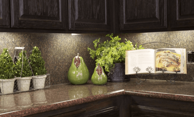 Staging kitchen countertop decor ideas