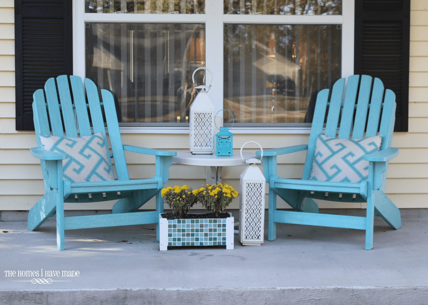 Blue front porch chairs and table sets