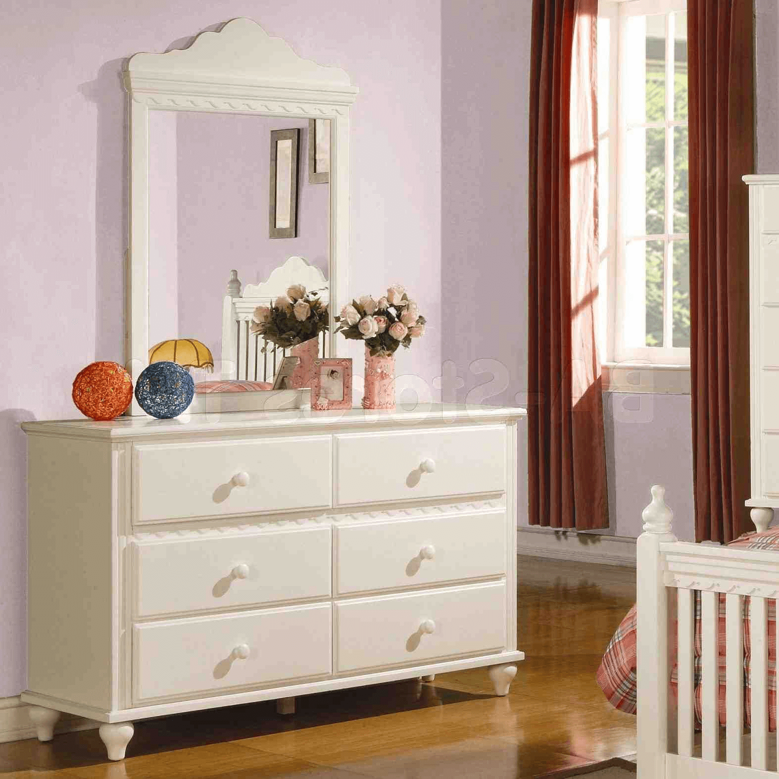 How to decorate a bedroom dresser top