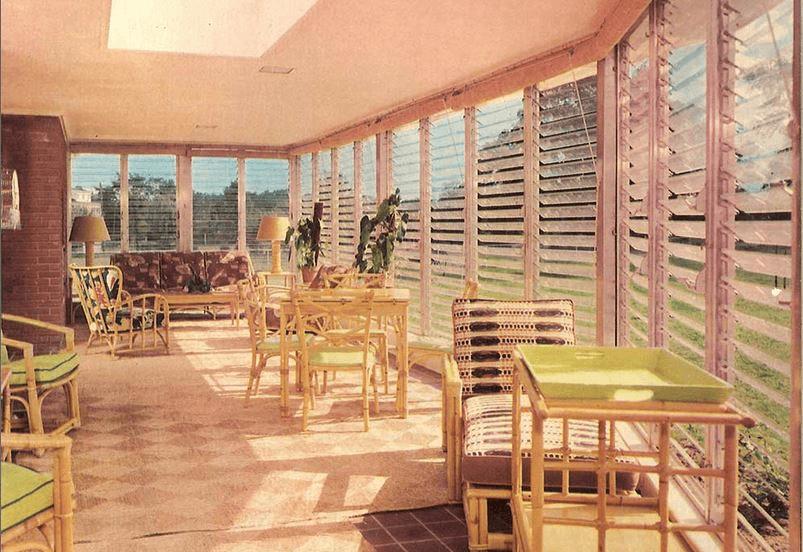 Jalousie screened in porch Windows