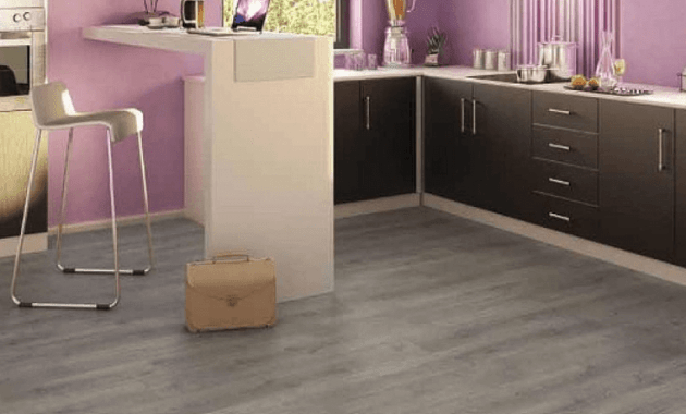Kitchen laminate floor tiles that look like oak wood