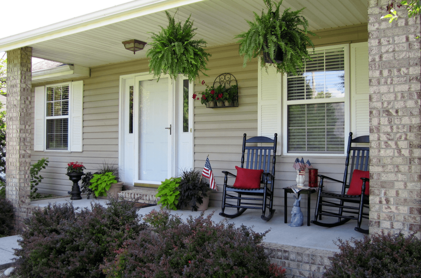 Small front porch decorating ideas for Patio deck decorating ideas