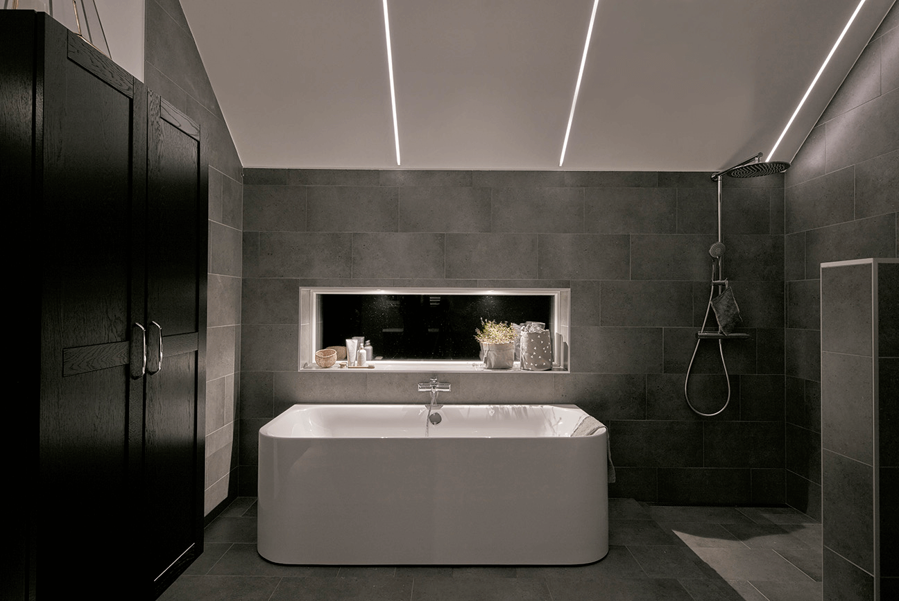 Led bathroom ceiling lighting ideas for Bathroom pendant lighting ideas