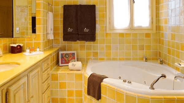 Yellow and white combination for bathroom wall tiles