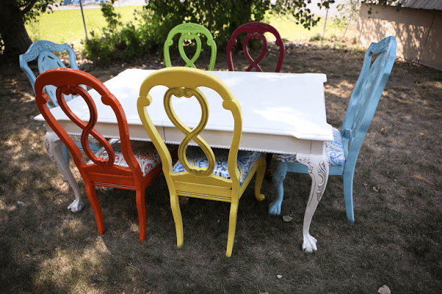 Colorfull chairs for dining room makeover ideas