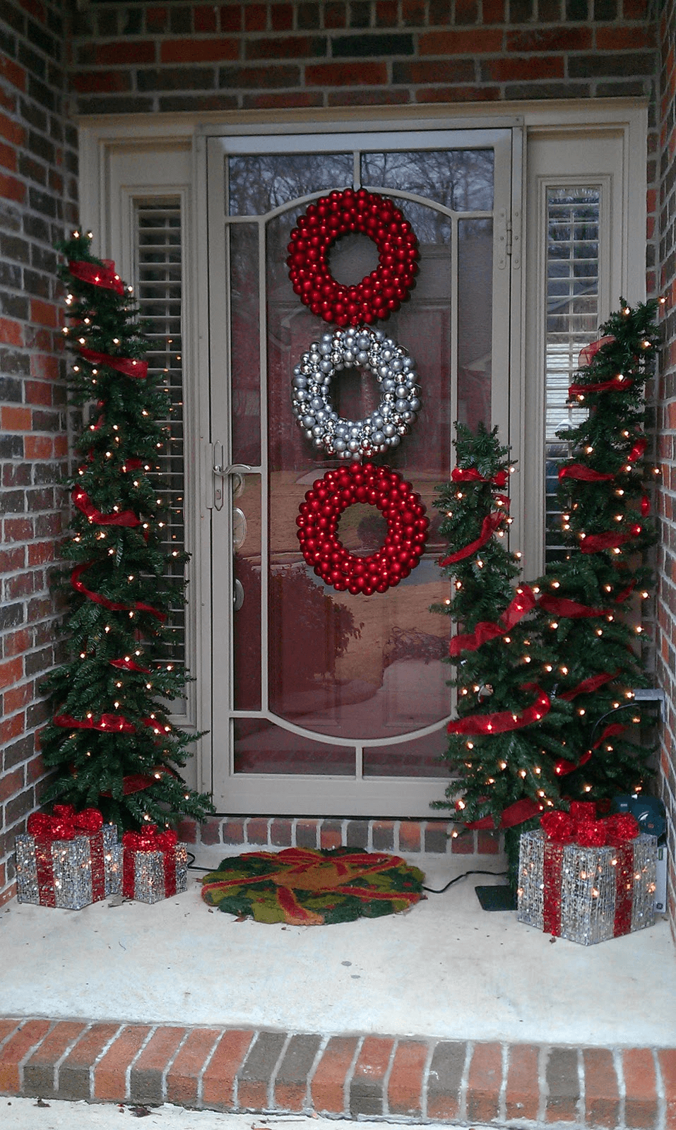 Front window christmas decoration ideas