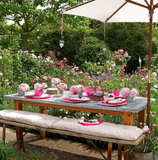 How to Decorate Outdoor Dining Table for Spring
