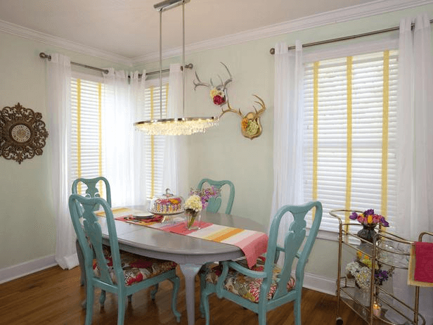 How to Decorate Old Vintage Oval Dining Room Table