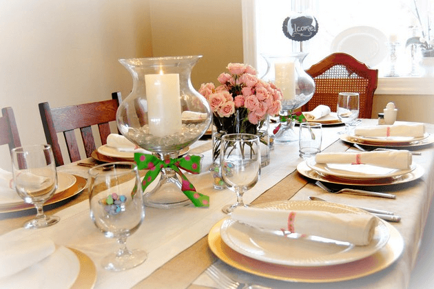 How to Decorate a Dining Room Table for Easter