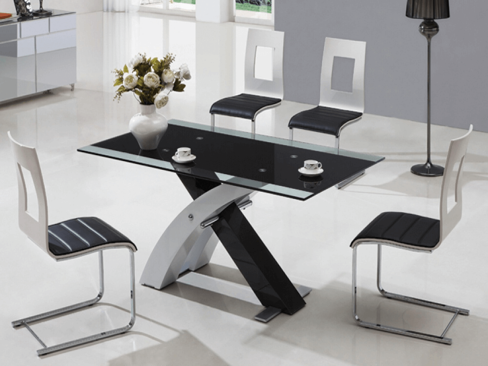 Modern black glass dining table decorations with flower pot