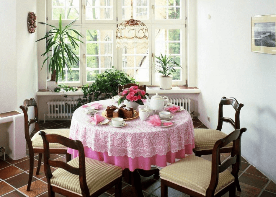 Pink Modern Oval Dining table cloth ideas for small space