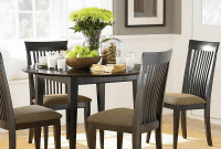 How to Decorate a Dining Room Table with Chargers