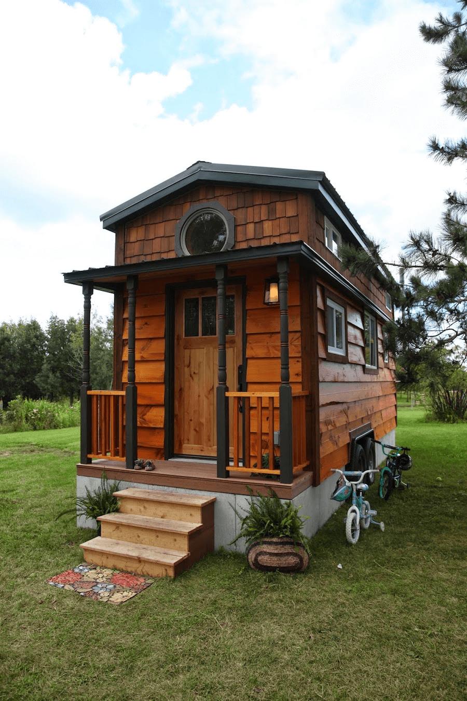Wooden tiny house fachadas