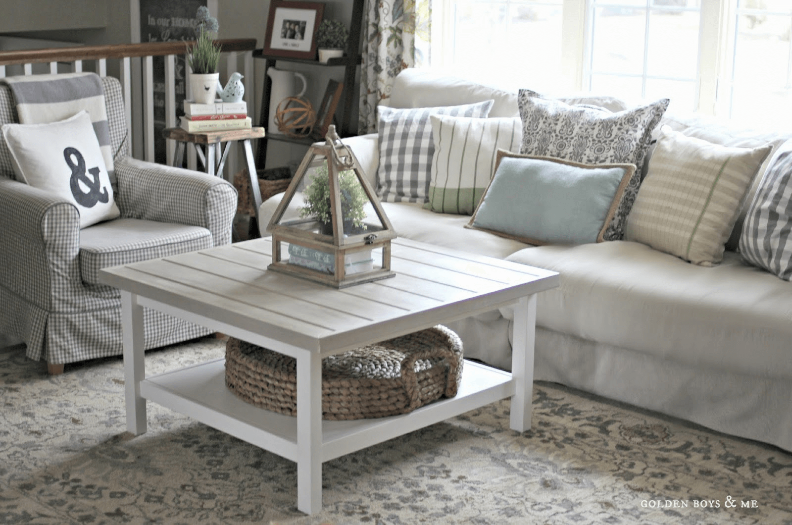 Farmhouse coffee table with storage for living room decoration ideas