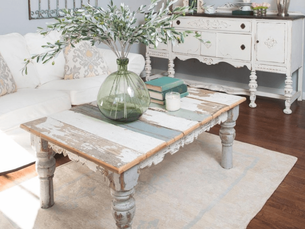 Shabby Chic Coffee Table for farmhouse living room decor ideas