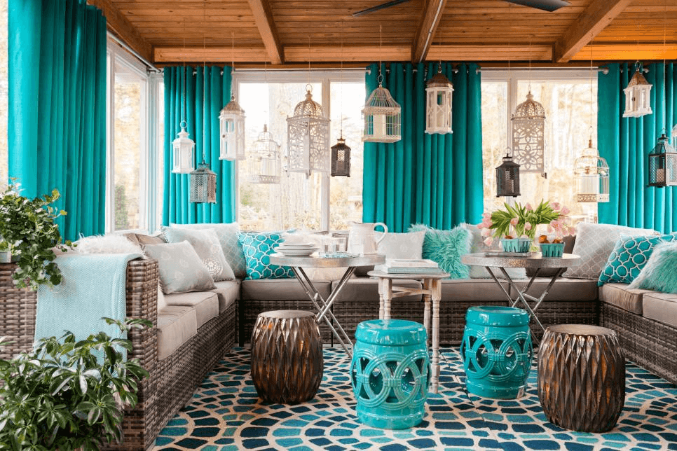 The blue theme on the front screened porch decoration