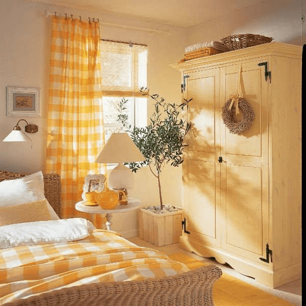White and yellow farmhouse bedroom decor ideas