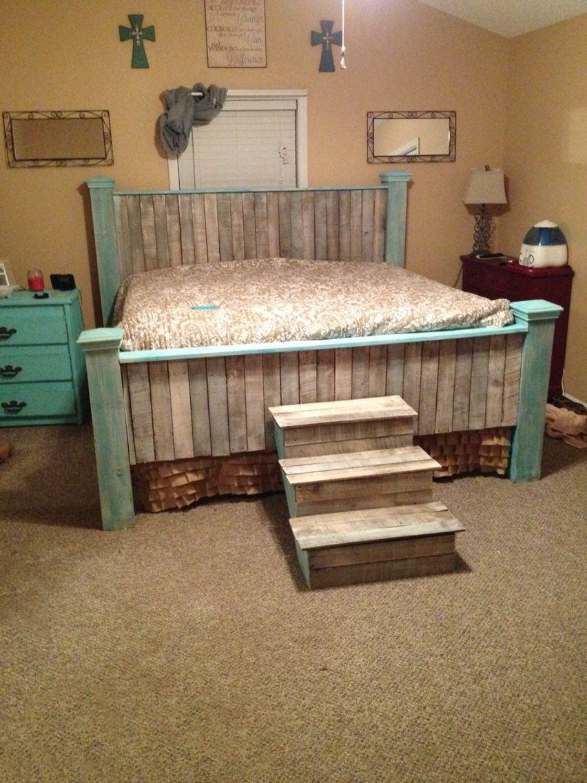 Rustic Pallet Bed Frame for rustic bedroom furniture ideas