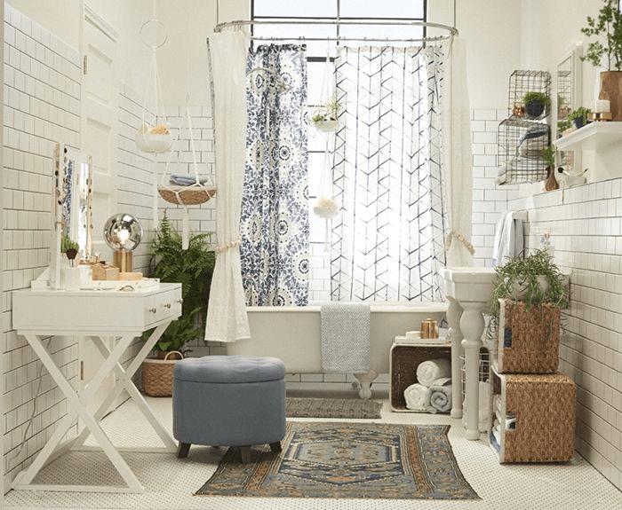 Bougie bathroom decor with plants indoor
