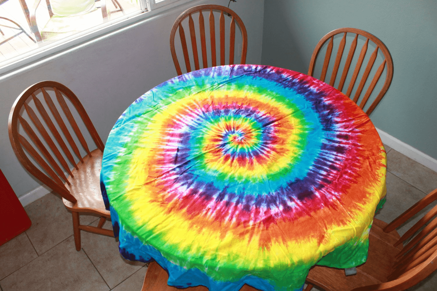 Tie dye tablecloth table linen dining room decor ideas