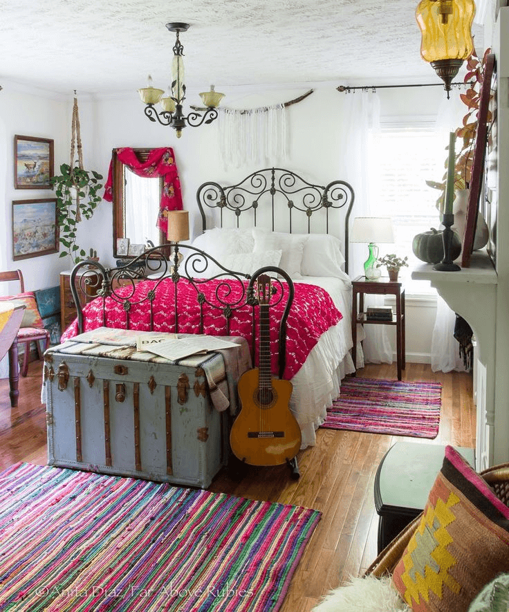 Old trunks repurpose ideas for boho bedroom decor