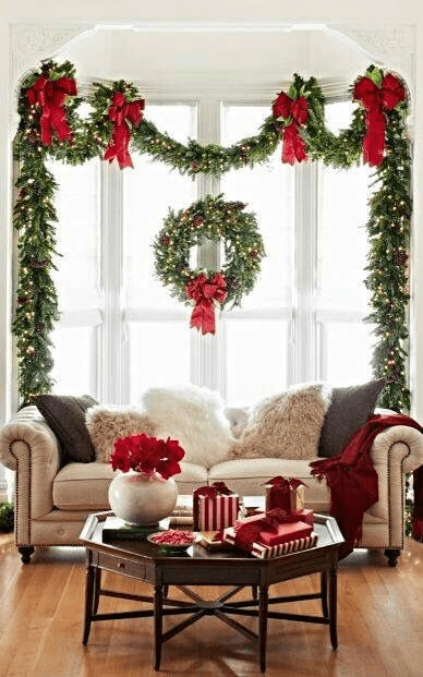 CHRISTMAS COFFEE TABLE DECOR IDEAS RED AND GREEN